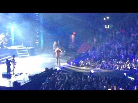 Luke sings to a little girl! Crash My Party  Kill The Lights Tour Jonesboro, Ar 21817