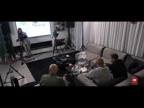 אייל גולן היא לא את בסלון ביתו מקדיש לבנו ליאם