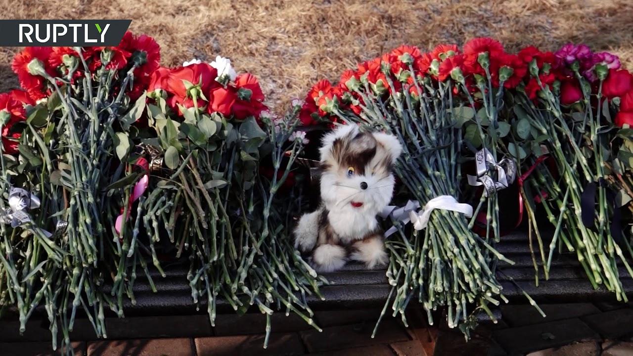 В Кемерово почтили память жертв пожара в «Зимней вишне»
