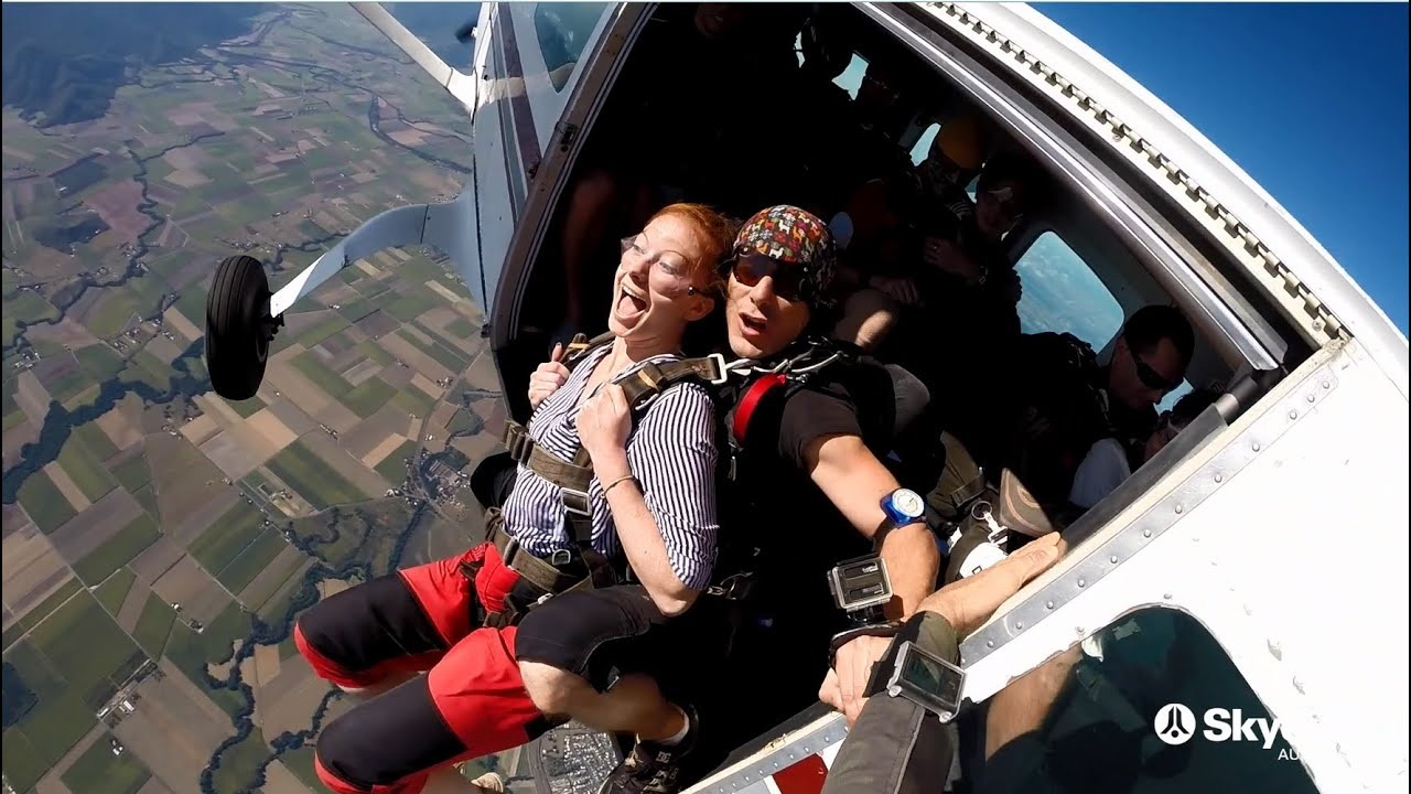 video Cairns 15,000ft Tandem Skydive