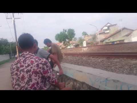 Naik Kereta Api Tut Tut,,,  Liat Sepur Sama Dede Hani