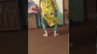 Special Pathan local girl peshawar dance    hostel pathan girl dance    new pashto local video 2018