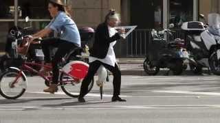 Kvinna med paraply och vinkelhake