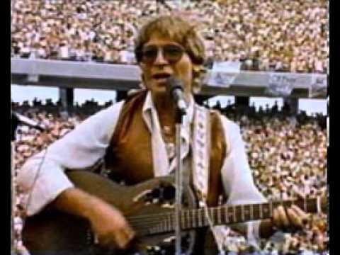 Country Roads-John Denver WVU 1980 Full Song