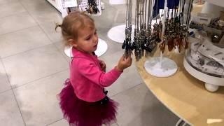 ВМ: Дети играют с роботом в торговом центре Вегас | Kids are playing with robot in mall Vegas