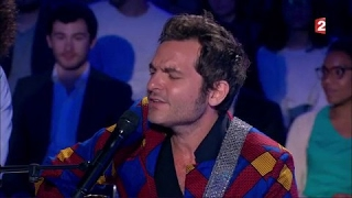 Matthieu Chedid et Toumani Diabate interprètent en live