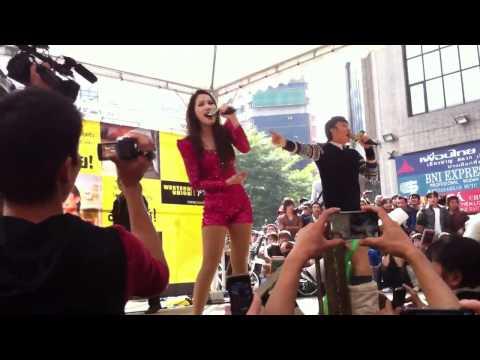 Bảo Thy - Dương Triệu Vũ hát ở Đài Loan