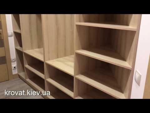 Деревянная гардеробная под заказ