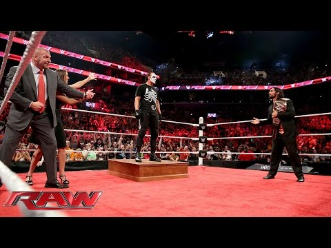 Sting attackiert Triple H und Seth Rollins: Raw – 24. August 2015