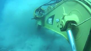 Repeat youtube video Escavadeira Hidráulica CAT submarino embaixo do MAR parte 2