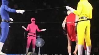 家電と戦う一人プロレスラー、リー中川のライブ映像です。扇風機、ゴザ...