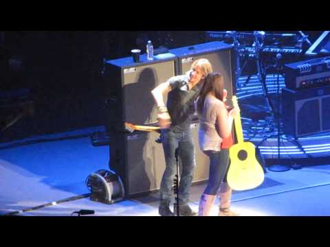 Keith Urban brings girls on stage - Omaha