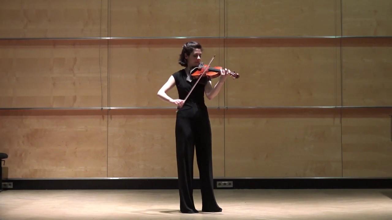 Laura Bach (2)