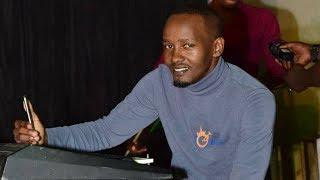Huyu ndiye mwandishi ambaye video inayoonesha akipigwa na polisi uwanja wa taifa imezua hasira