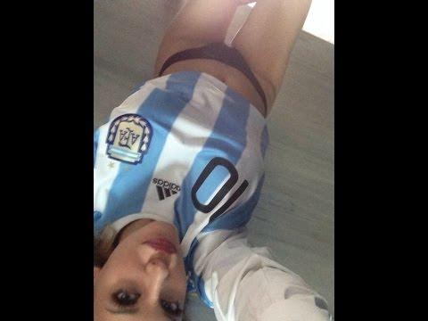 FOTO: Com camisa da Argentina, filha de Caniggia posta sensual antes da final