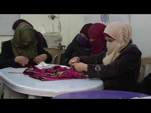 أخبار حصرية - دورات لتأهيل المرأة مهنياً في ريف #حمص الشمالي  - 20:22-2017 / 4 / 21