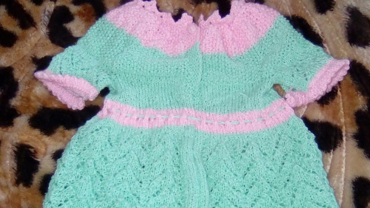 Fabuleux robe bébé au tricot aux aiguilles au point ajouré/ vestido para  LX55
