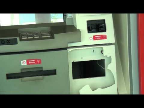 Ladrões furtam dois caixas eletrônicos