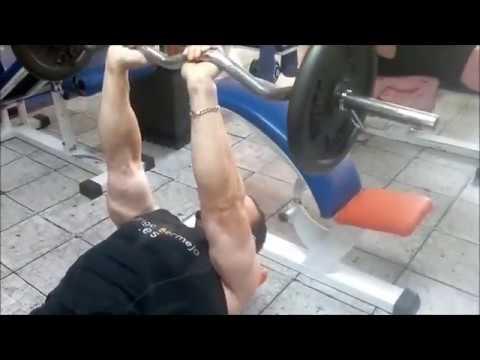ejercicios gestation triceps entrap barra z