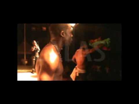 VALSERO:humilié au concert de SOPRANO à Douala