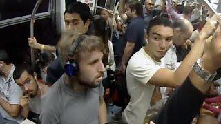 CANTANDO NO TREM - Pegadinha (Subway Prank)