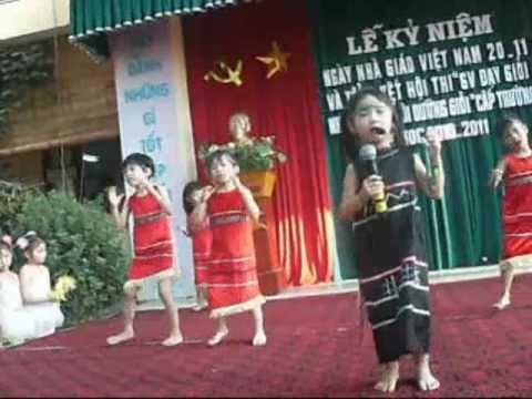 Múa hát  Lê Nguyễn Minh Thảo trong ngày lễ 20 tháng 11.mp4