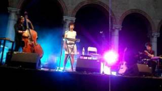 Une Passante (Live 18/07/2010 @ Castello Estense, Ferrara) Thumbnail