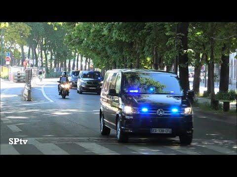 Emmanuel Macron En Renault Vel Satis