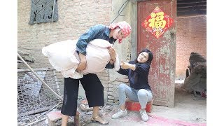 农村大妈捡个弃婴,女儿直接翻脸, 24年后养子的一声妈让人泪目