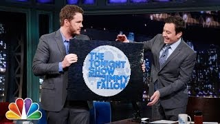 Chris Pratt Presents an Amazing Gift (Late Night with Jimmy Fallon)