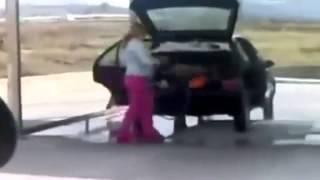 Опасно Баба за рулём Жесть - Dangerously Woman at a wheel Real heavy.mp4
