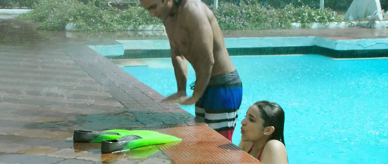 Parineeti Chopra hot kiss and pool scene from Kill Dil