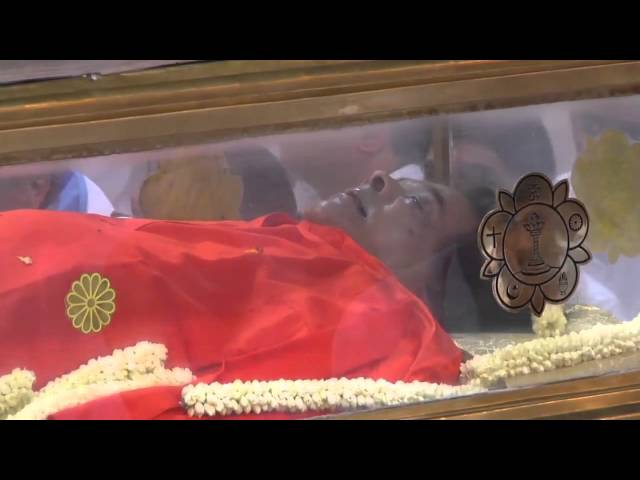 Sathya Sai Baba lying in state Travel Video