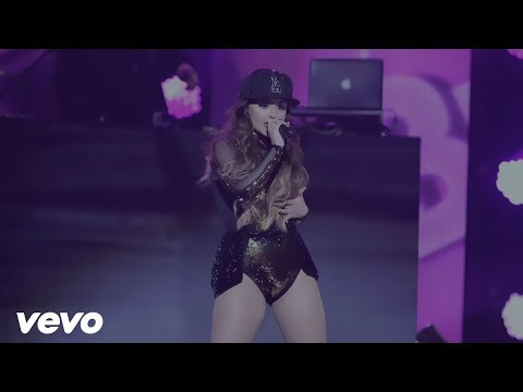 Becky G – Mayorres ft. Bad Bunny  Concierto En Vivo