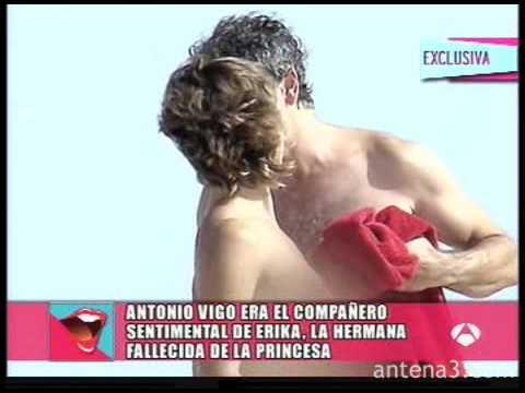 Vaya Par El Ex Cuñado De Doña Letizia Desnudo