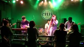 2013年5月19日、仙台のライブハウス「enn3rd」にて。 ガールズバンド「...