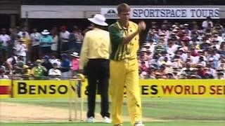 Glenn McGrath FIGHTS Matthew Hayden - 1994 - BEST QUALITY ON YOUTUBE