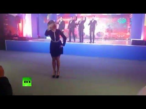 "- Представитель МИД РФ Мария Захарова станцевала иностранцам ""Калинку-малинку"""