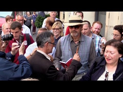 EXCLUSIVE: Jeremy Irons doesn t like selfies at RTL radio station on Paris