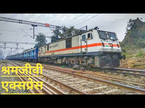 Shramjeevi Express arriving Patna Junction