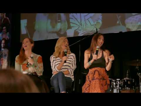 Rebecca Mader, Victoria Smurfit, Jaime Murray Gold Panel OUAT Chicago 2017 Part 2