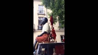 Nantes : le Petit Géant taquine les arbres de Guist'hau