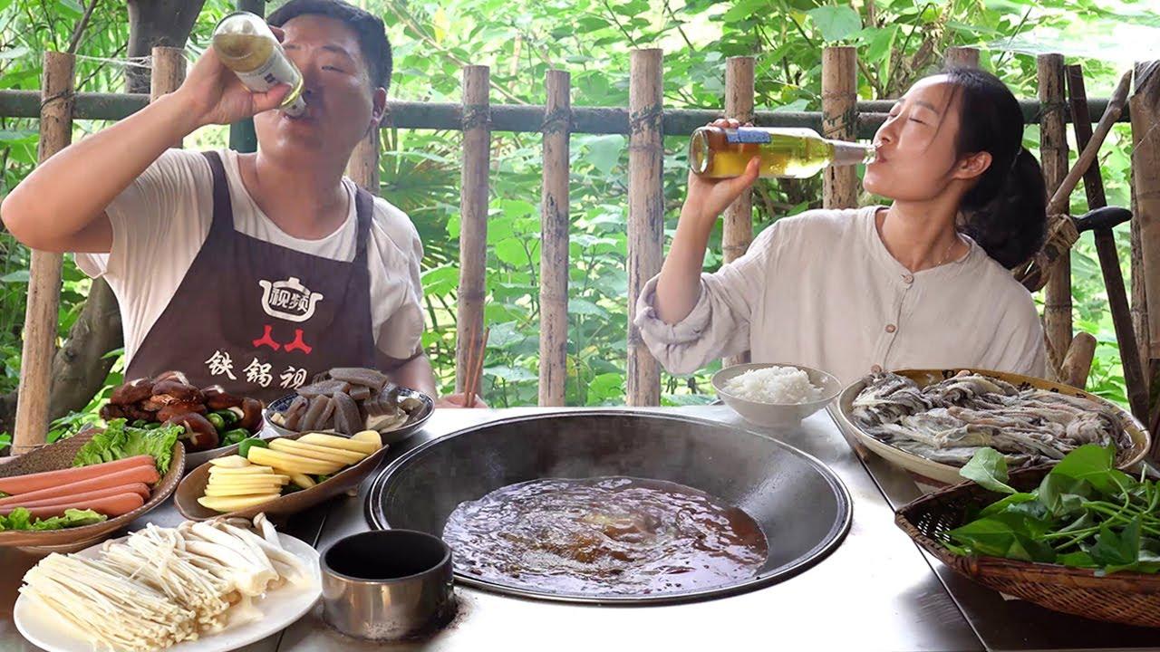 大哥不在家,老弟請表姐涮火鍋,毛肚整塊撕,吃得滿頭大汗,爽! 【鐵鍋視頻】