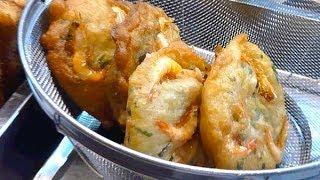Making Vegetable & Prawn Fritters @ Petaling Street