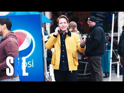 'SNL' Skewers Pepsi-Kendall Jenner Ad With Behind-the-Scenes Sketch