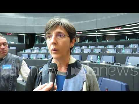 Anna Gumiero, che, insieme ad altri operai dello stabilimento piemontese, è arrivata a #Strasburgo per prendere parte alla discussione nella plenaria del Parlamento Europeo sul caso #Embraco #Whirlpool.  via @YouTube - UkusTom
