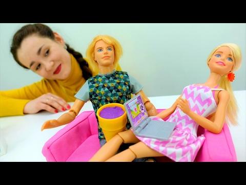 Смотреть Барби готовит МОРОЖЕНОЕ Сюрприз для Кена на День Святого Валентина. Подарки своими руками