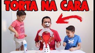 DESAFIO JOGO TORTA NA CARA | Rafael brincando com o papai e o irmão