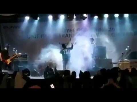Tsunami en Indonesia irrumpe concierto de rock arrasando todo a su paso. 22 de diciembre 2018.