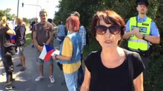 Příznivci a odpůrci Angely Merkelové v Praze